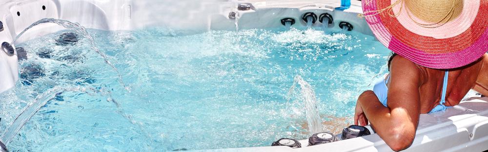 dziewczyna w wannie z hydromasazem