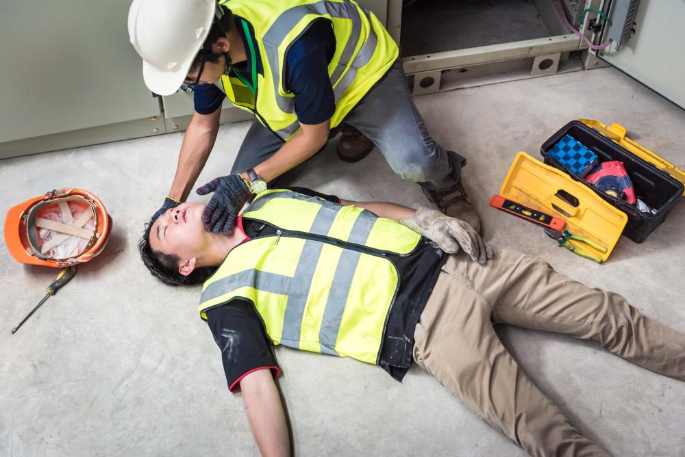 pierwsza pomoc pracownikowi który uległ wypadkowi